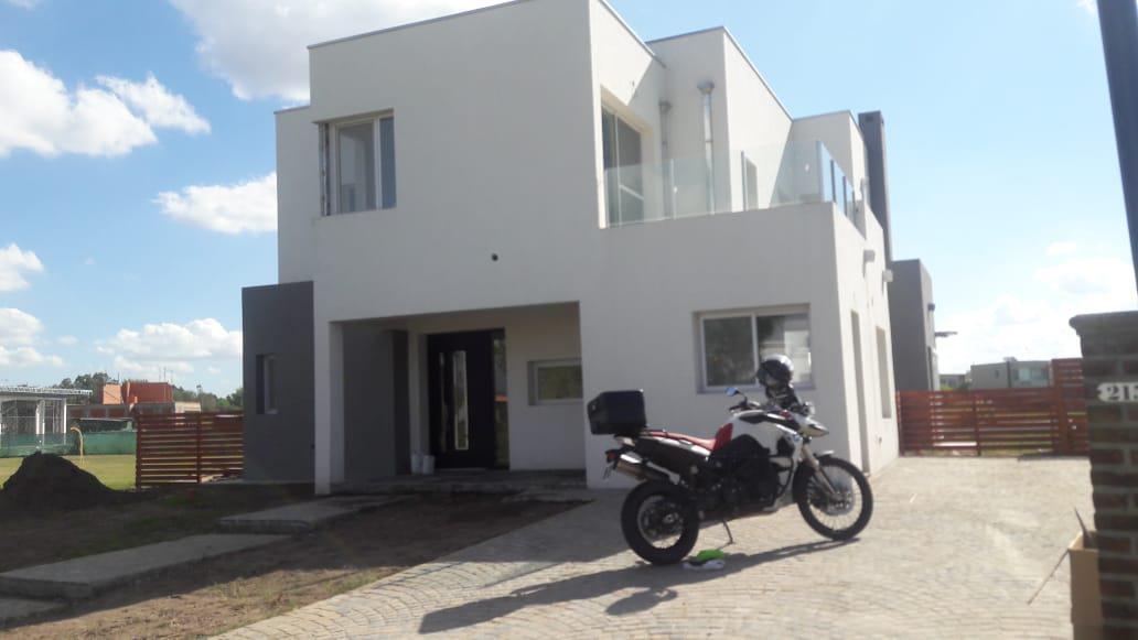 Foto Casa en Venta   Alquiler    en  El Canton - Islas,  Countries/B.Cerrado  Lote al 200
