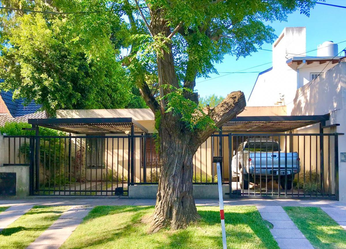 Foto Casa en Venta en  Castelar Norte,  Castelar  Larralde al 2900