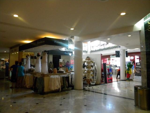 Foto Local en Renta en  Zona Hotelera,  Cancún  Plaza Caracol. Local Comercial en Renta No. 110. 60 m2. En Cancún
