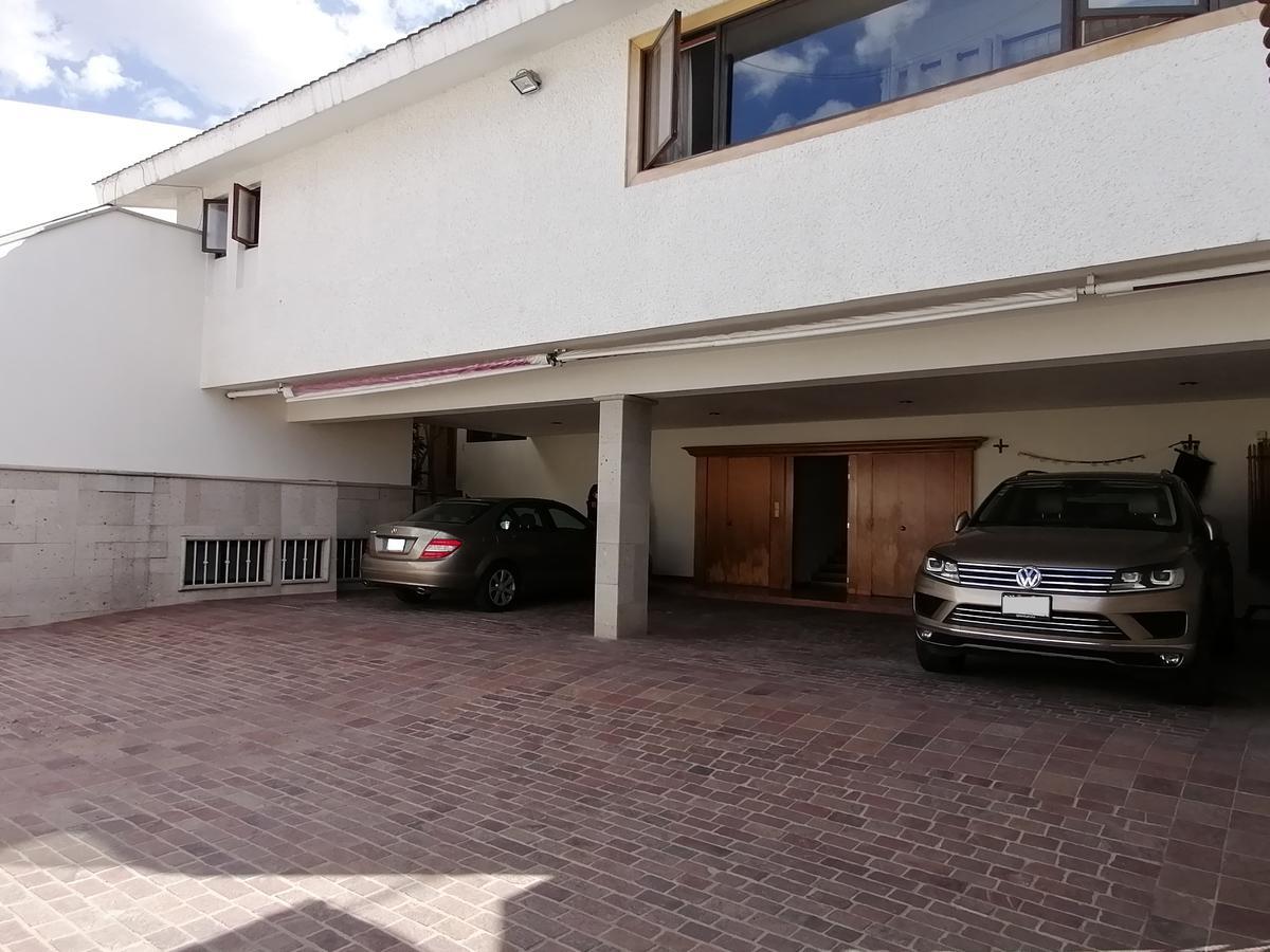 Foto Casa en Renta | Venta en  Villas del Campestre,  León  Residencia AMUEBLADA en RENTA (también en VENTA) en Villas del Campestre 5 recámaras, sala tv, cochera 8 autos y mas!!!