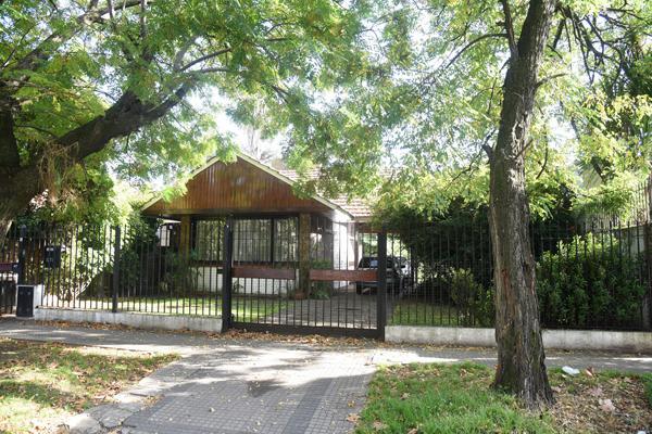 Foto Casa en Venta en  Adrogue,  Almirante Brown  CANALE nº 1271, entre Macías y Demaría