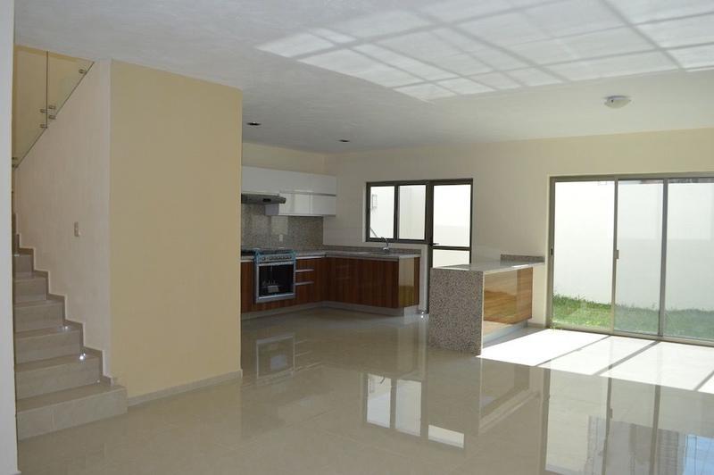 Foto Casa en Venta en  Fraccionamiento Valle Imperial,  Zapopan  Valle Imperial, Sección Bosques, Coto Encino casa 174