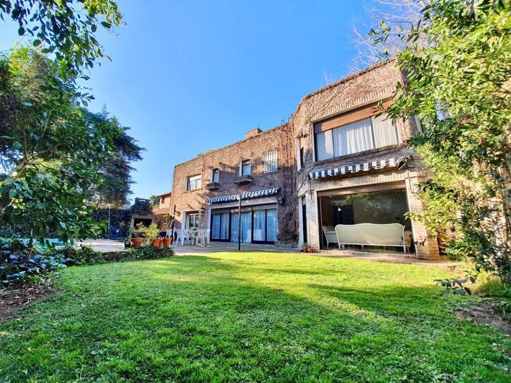 Foto Casa en Venta en  Las Lomas-San Isidro,  Las Lomas de San Isidro  Maestro Silva 840