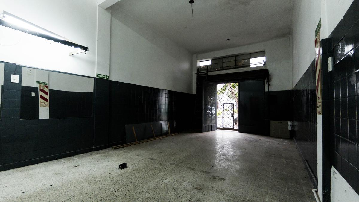 Foto Local en Alquiler en  Villa Devoto ,  Capital Federal  Asunción al 5200
