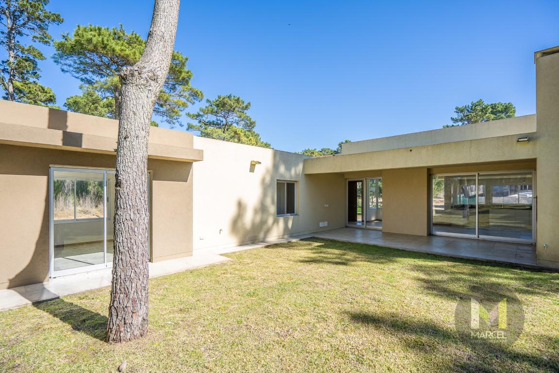 Foto Casa en Venta en  Alamos II,  Pinamar  Garzas  1095