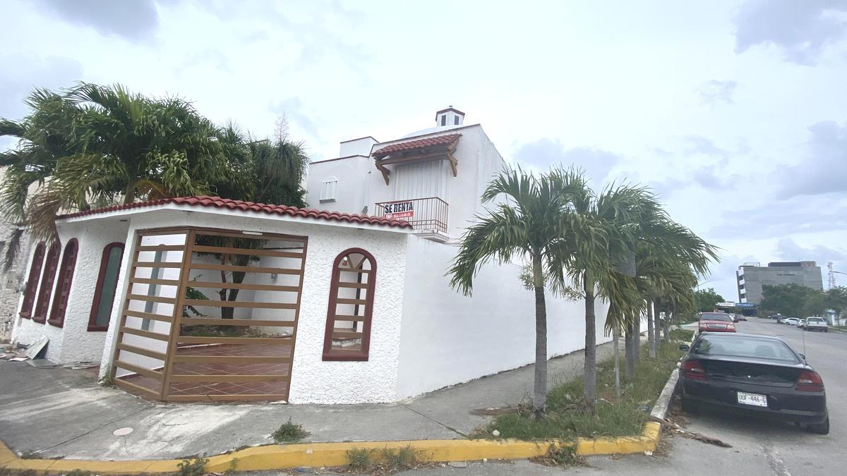 Foto Casa en Renta en  Bosque Real,  Solidaridad  CASA DE 4 REC. EN ESQUINA A 10 MINUTOS DE LA PLAYA