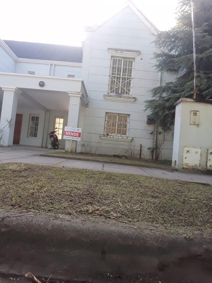 Foto Casa en Venta en  Alperovich I,  San Miguel De Tucumán  Duplex Pje. Petit de Murat al 200