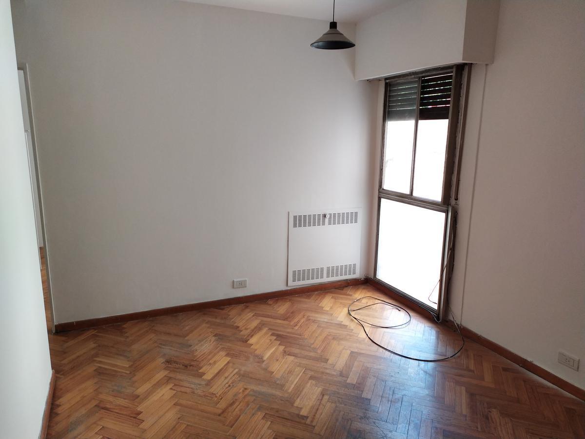 Foto Departamento en Alquiler en  Almagro ,  Capital Federal  Av. Hipólito Yrigoyen al 4000