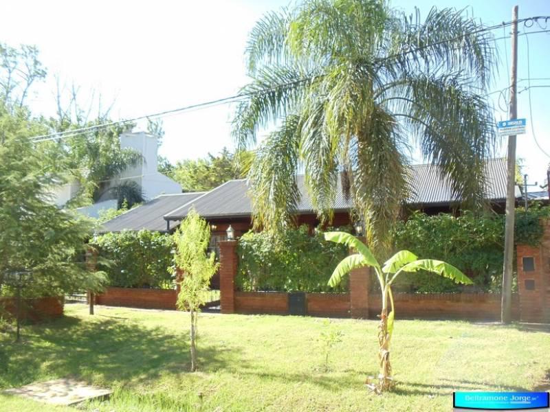 Foto Casa en Venta |  en  Funes ,  Santa Fe  Av. Libertad al 5600