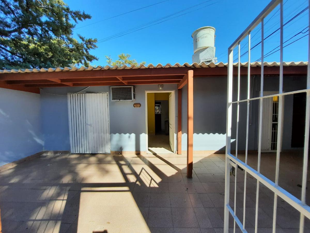 Foto Casa en Alquiler en  Capital ,  Neuquen  Armas y petroleo