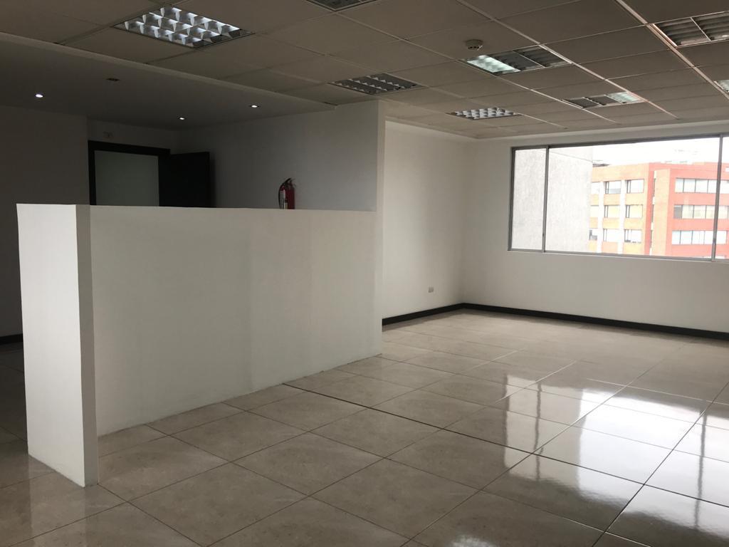 Foto Oficina en Venta | Alquiler en  Centro Norte,  Quito  LINDA OFICINA DE 65M2, 12 DE OCTUBRE, PISO 15 , $ 118.000,00 VENTA  - $650 ,00 RENTA