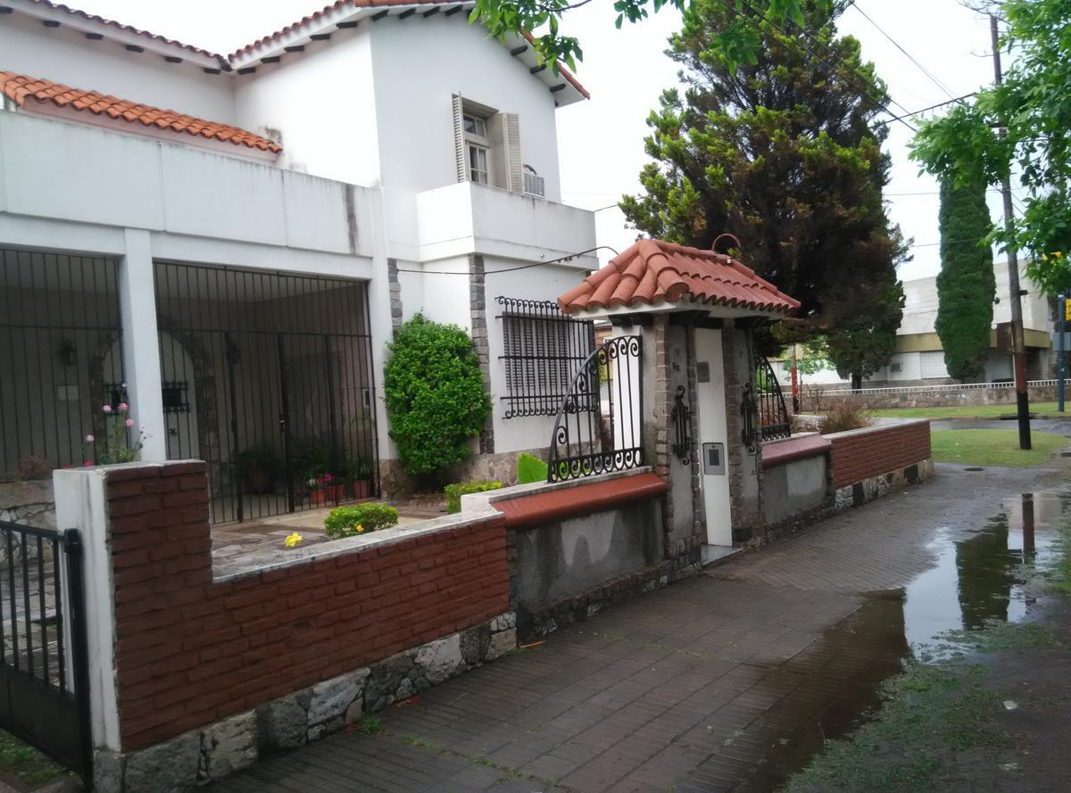 Foto Casa en Venta en  Rosario ,  Santa Fe  Av. del Rosario al 900