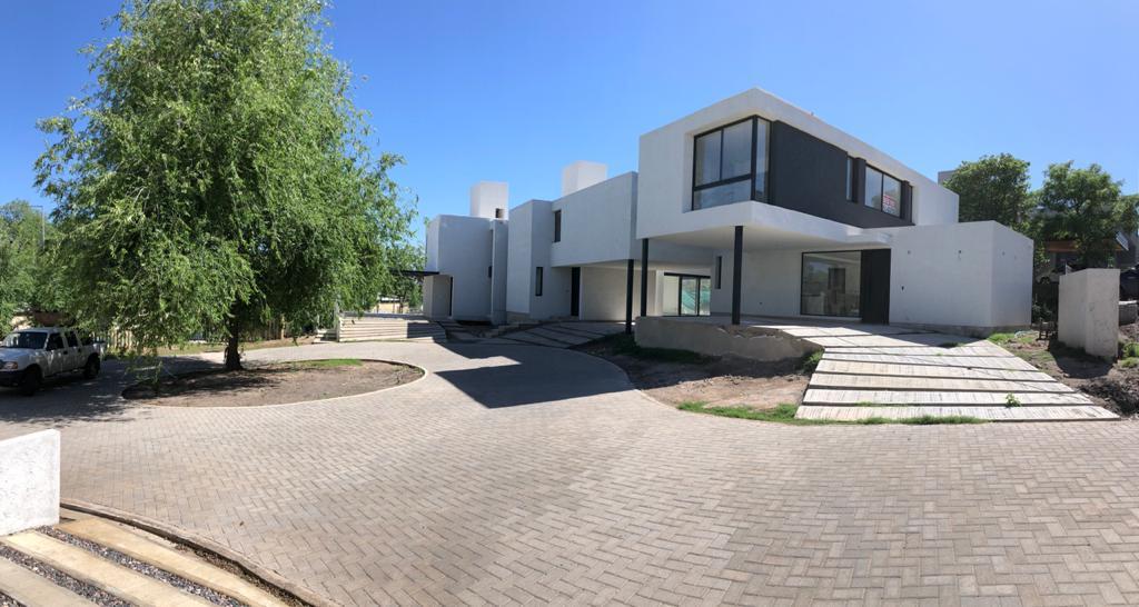 Foto Casa en Venta en  Cordoba Capital ,  Cordoba  La Cuesta Villa Residencial