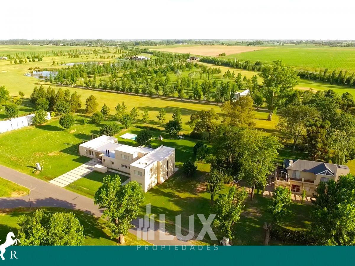 Venta casa 3 dormitorios 234 m2 construidos en  1000m2 terreno piscina cocheras - La Rinconada Ybarlucea