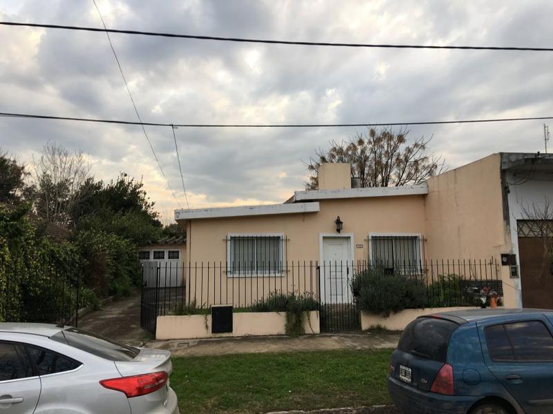 Foto Casa en Venta en  Carlos Spegazzini,  Ezeiza  SARMIENTO 323
