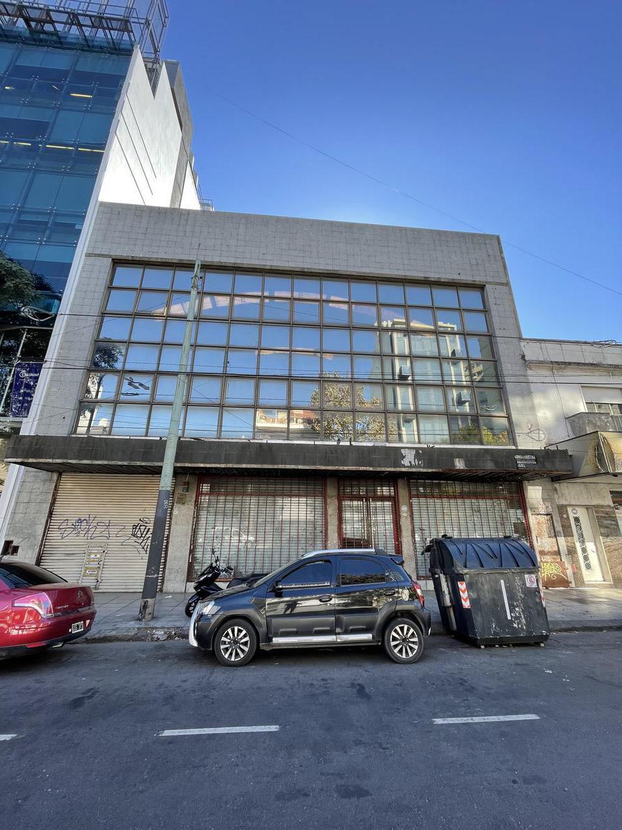 Foto Edificio Comercial en Alquiler | Venta en  Parque Patricios ,  Capital Federal  Av Caseros al 3300