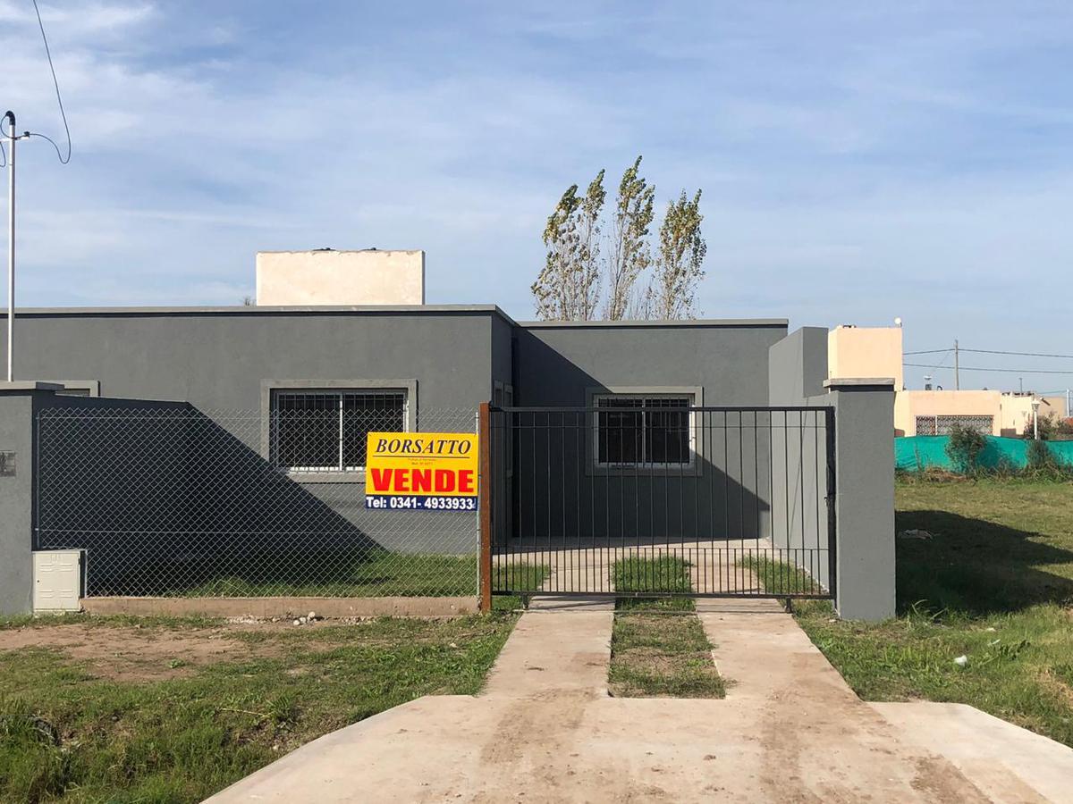 Foto Casa en Venta en  Funes ,  Santa Fe  Estebán de Luca / Casilda