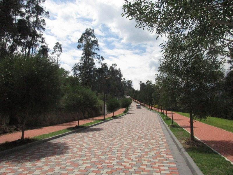 Foto Terreno en Venta en  Cumbayá,  Quito      Cumbayá, hermosa vista,  1.000 m2