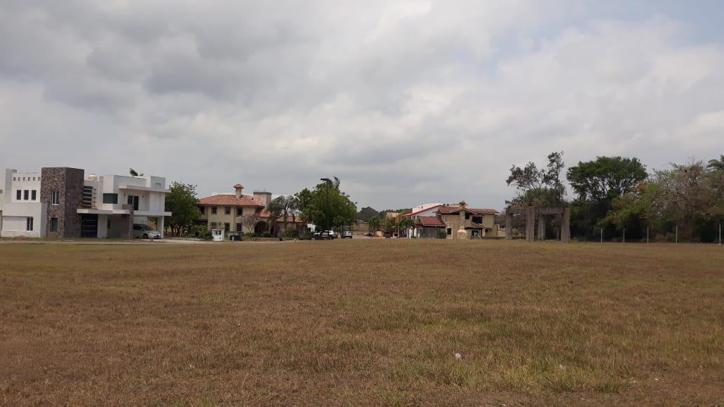 Foto Terreno en Venta en  Fraccionamiento Residencial Lagunas de Miralta,  Altamira  Fraccionamiento Lagunas de Miralta