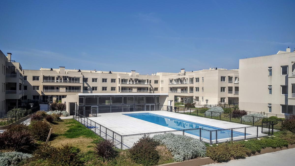 Foto Departamento en Venta en  Las Lomas-La Merced,  Las Lomas de San Isidro  Sucre San Isidro 1º piso con vista a piscina