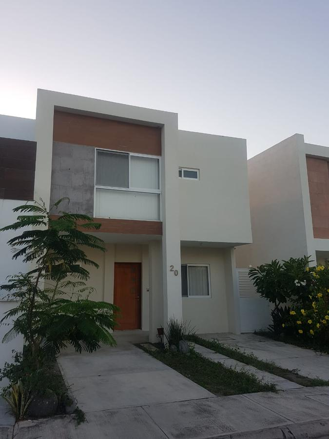 Foto Casa en Renta en  Fraccionamiento Lomas de la Rioja,  Alvarado  LOMAS DE LA RIOJA, Casa en  RENTA de 3 recámaras
