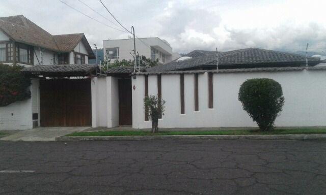 Foto Casa en Alquiler en  Quito ,  Pichincha  CUMBAYA, RENTA CASA 1 SOLO ANDAR, INDEPENDIENTE, 4 DORM.