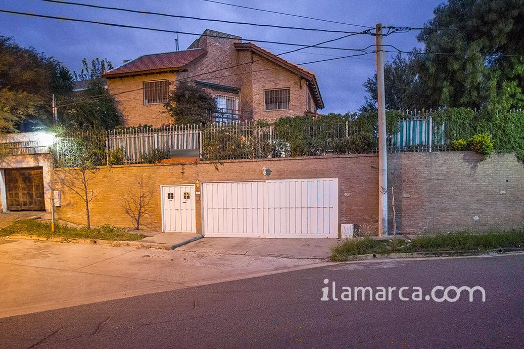 Foto Casa en Alquiler en  Colinas Del Cerro,  Cordoba  Argibay  al 4500