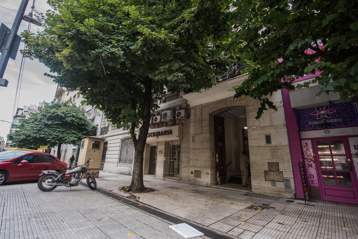 Foto Local en Venta en  Capital Federal ,  Capital Federal  Uruguay al 700