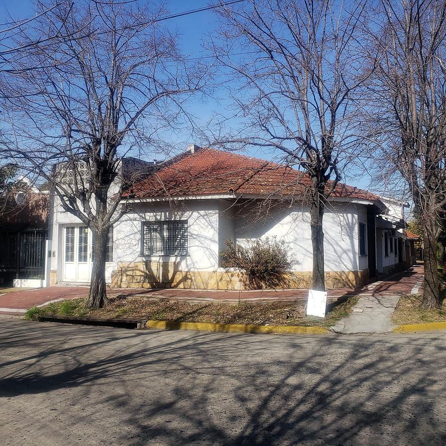 Foto Casa en Alquiler en  Banfield Oeste,  Banfield  13 DE DICIEMBRE al 1300