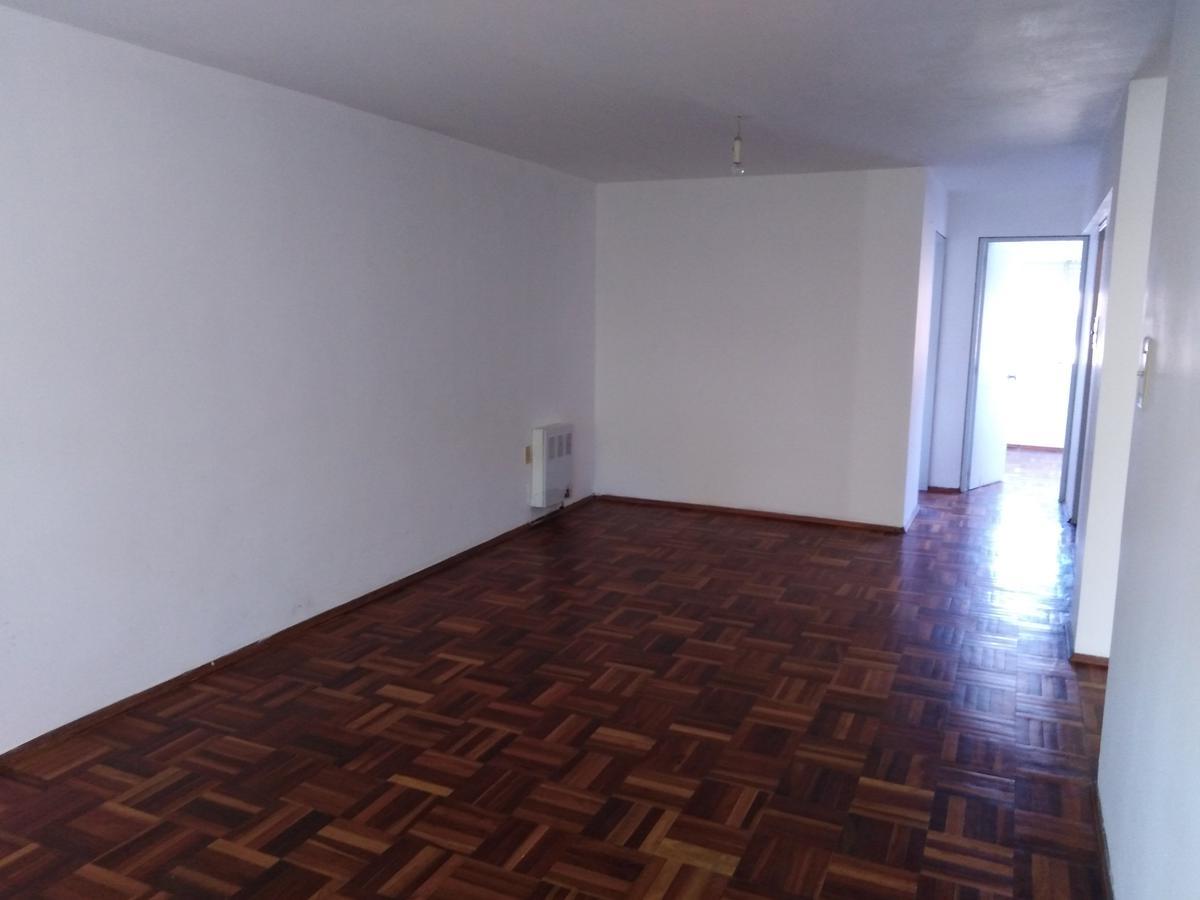 Foto Apartamento en Alquiler en  Cordón ,  Montevideo  Av. Gral Rivera 2200