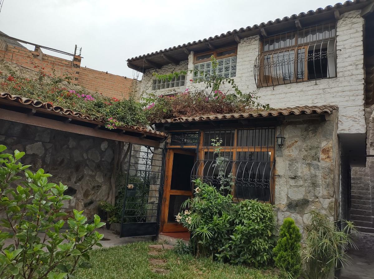 Foto Casa en Venta en  La Molina,  Lima  Pejerrey, Alt. Cdra-44 de Av. La Molina