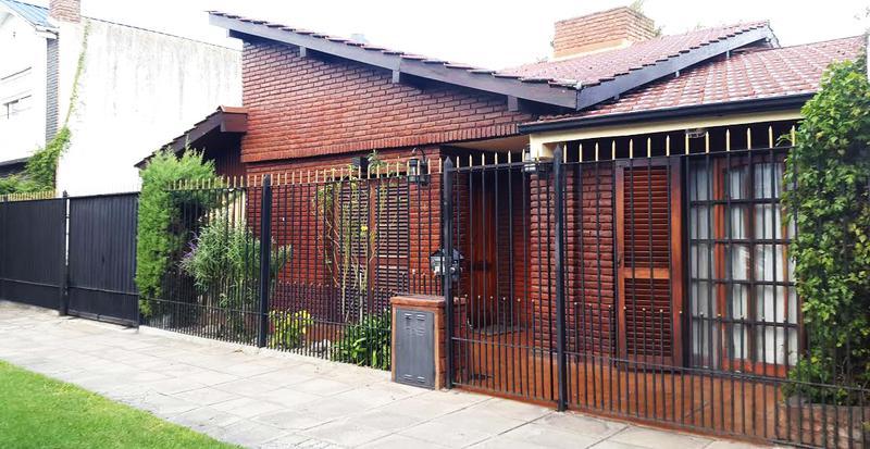 Foto Casa en Venta en  Castelar Norte,  Castelar  Marques de Loreto al 2200