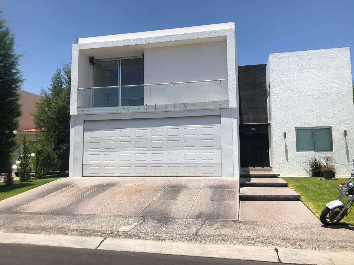 Foto Casa en Venta en  Fraccionamiento El Campanario,  Querétaro  ¡¡¡Remate!!! Residencia en Venta