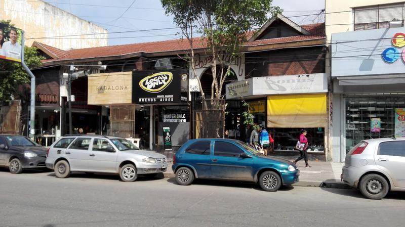 Foto Local en Alquiler | Venta en  Monte Grande,  Esteban Echeverria  Alem al 300