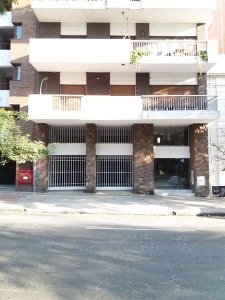Foto Cochera en Alquiler    en  Nueva Cordoba,  Capital  Av Ambrosio Olmos al 600
