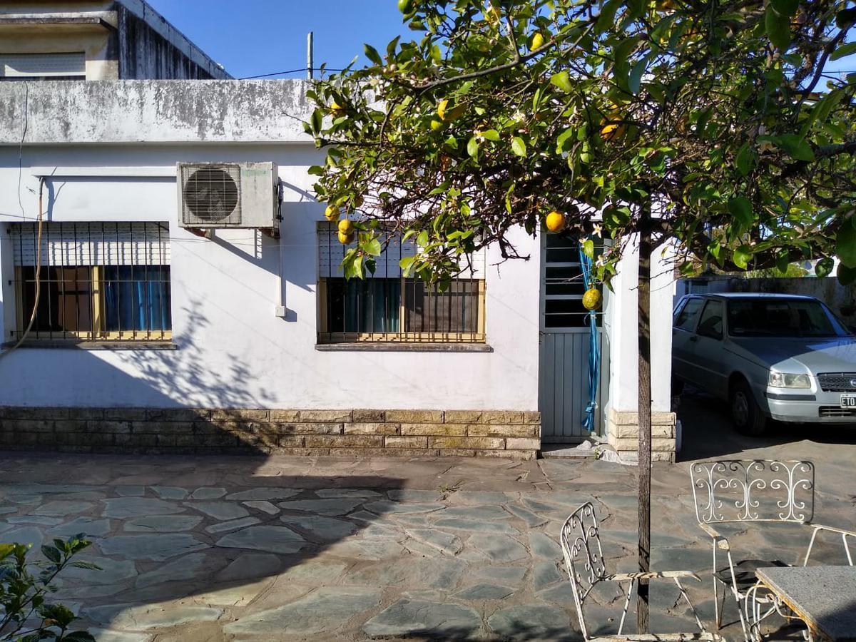 Foto Casa en Venta en  Lambertucci,  Belen De Escobar  Remedios de Escalada 518