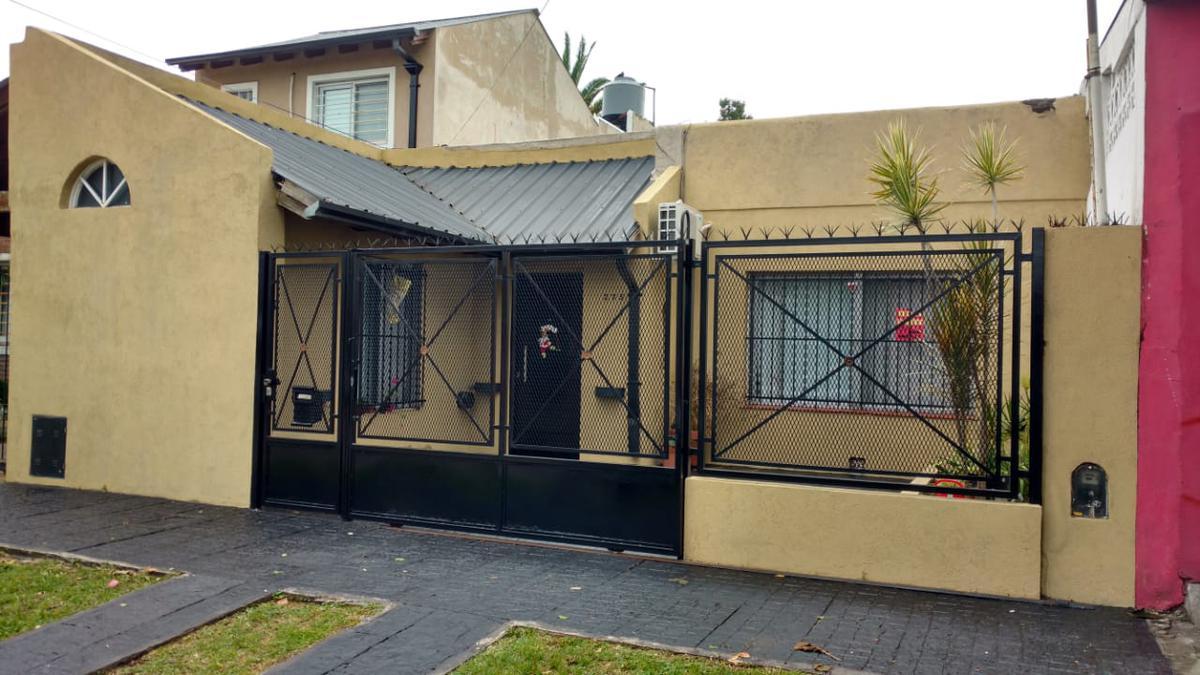 Foto Casa en Venta en  Jose Marmol,  Almirante Brown  Lasserre 275