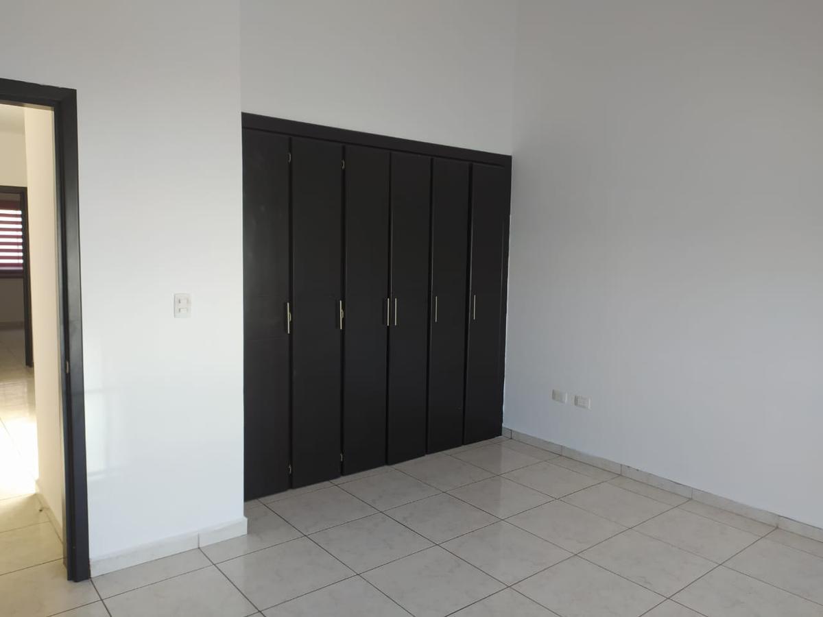 Foto Casa en Renta en  Residencial Portales Del Rio,  Culiacán  Rento Casa  Privada 3 Ríos 3 Recamaras 4 Baños Cochera Portón 2 Carros