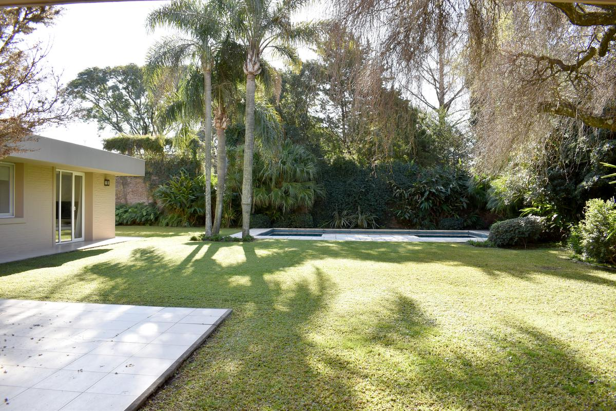 Foto Casa en Venta en  Acassuso,  San Isidro  Montes Grandes al 1200