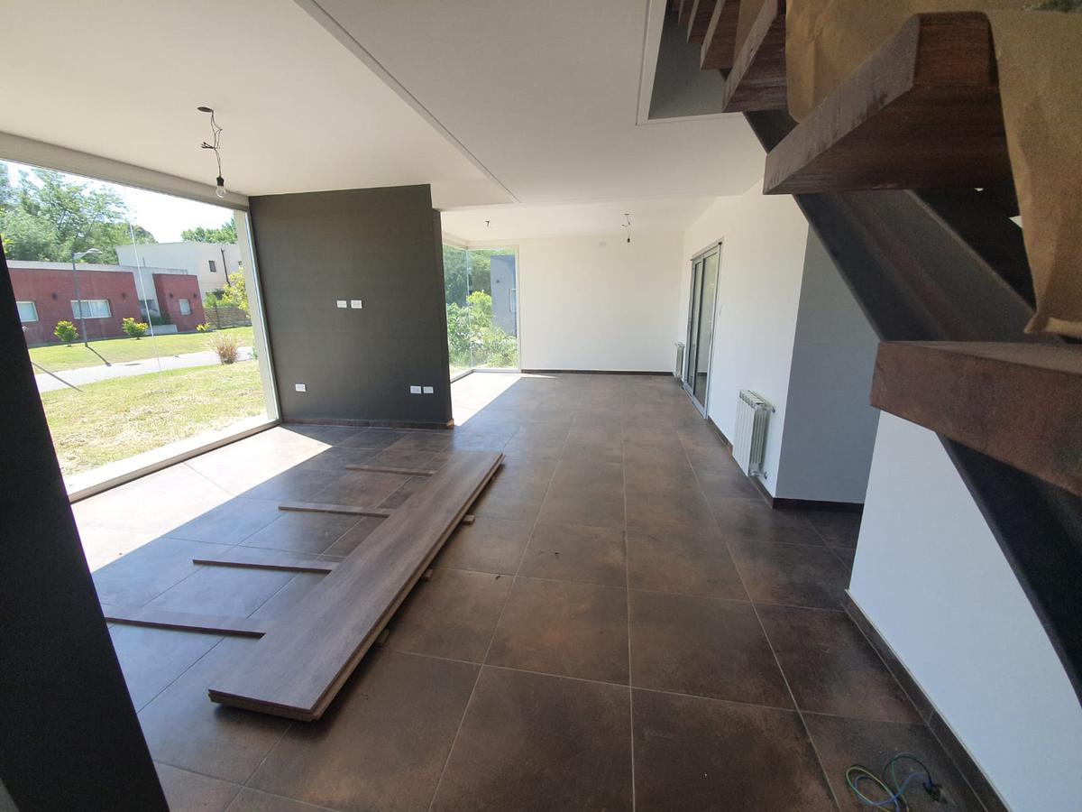 Foto Casa en Venta en  Fincas de Hudson,  Countries/B.Cerrado (Berazategui)  Fincas de Hudson - Propiedad a ESTRENAR