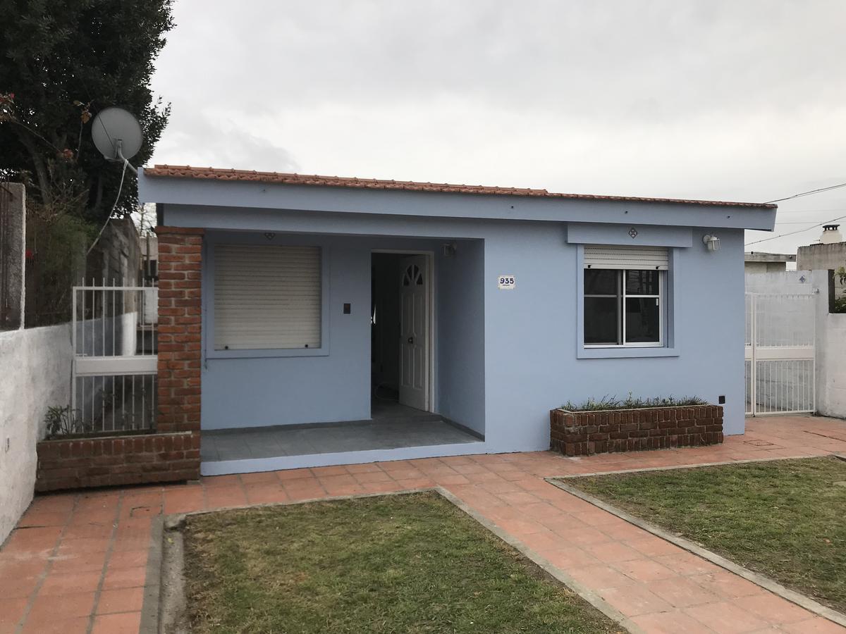Foto Casa en Alquiler en  Colonia del Sacramento ,  Colonia  Hermosa casa de 2 dorm, y fondo