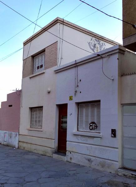 Foto Casa en Alquiler en  Trelew ,  Chubut  Pje Mendoza  al 200