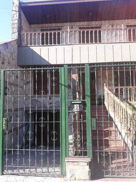 Foto Casa en Venta en  Lanús Este,  Lanús  Blanco encalada 1400