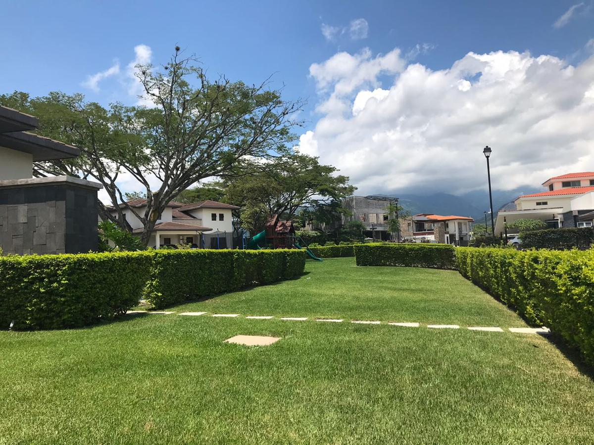 Foto Terreno en Venta en  Pozos,  Santa Ana  Santa Ana/Exclusividad/Lote plano/Plusvalía/Excelente ubicación