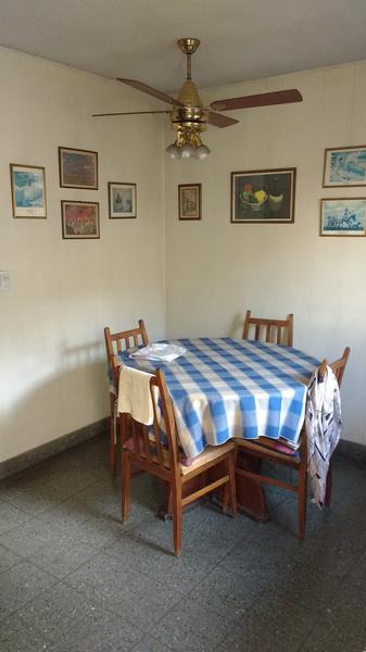 Foto Casa en Venta en  Valentin Alsina,  Lanús  R. de Escalada 1600
