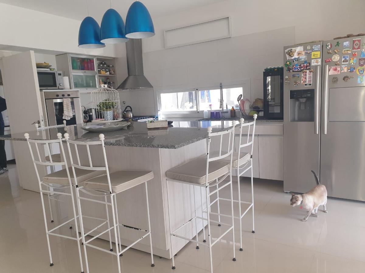 Foto Casa en Venta en  Nordelta,  Countries/B.Cerrado (Tigre)  Casa en venta de 6 amb estilo moderno en Tipas. Nordelta