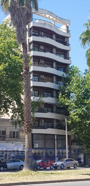 Foto Departamento en Venta en  Alberdi,  Rosario  Bv. Rondeau al 200