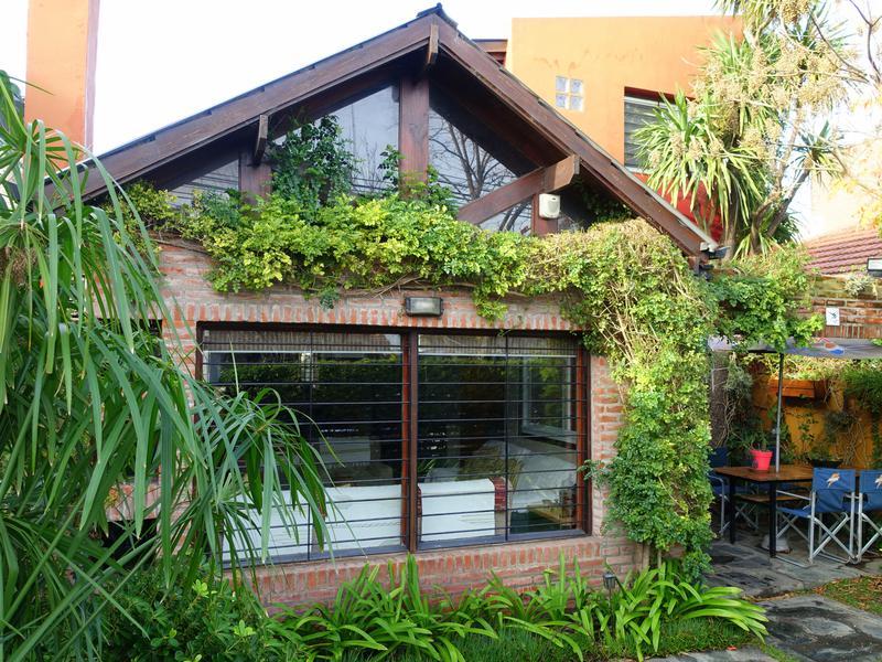 Foto Casa en Venta en  Mar Del Plata ,  Costa Atlantica  Dorrego entre Saavedra y Primera Junta