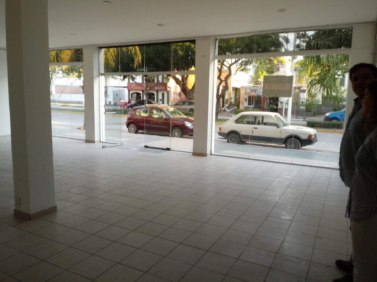 Foto Edificio Comercial en Alquiler en  Villa Dolores,  San Javier  Salon Comercial en Avenida San Martin 351