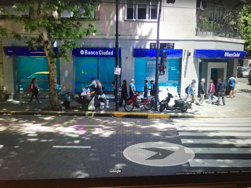 Foto Local en Alquiler en  Recoleta ,  Capital Federal  av santa fe  al 3400